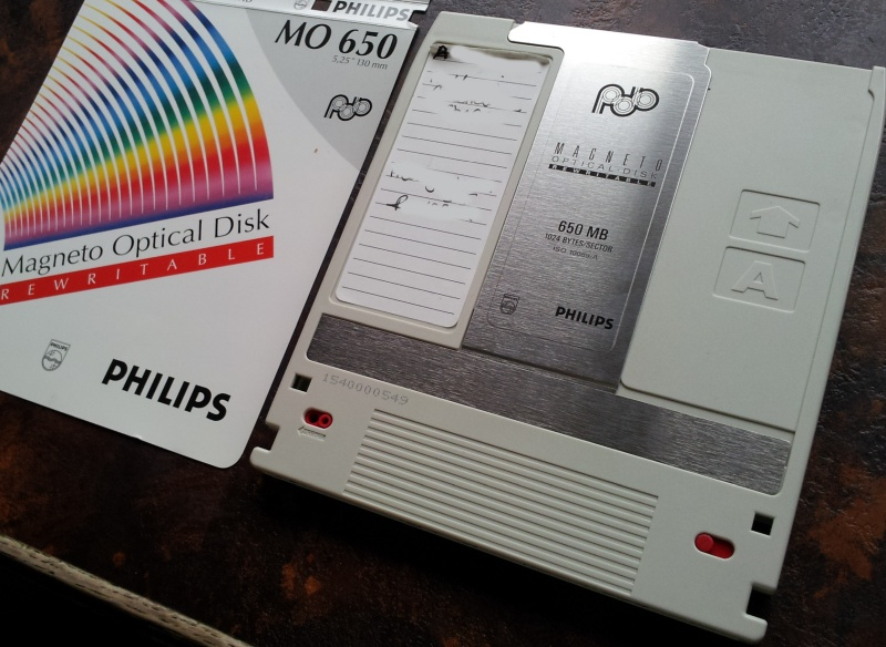 An MO disk by Philips that had Freehand 5 files saved to it. The files appeared corrupt.