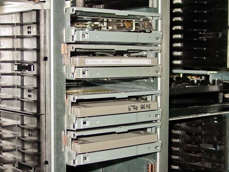FileNet MO disks stored inside the HP Optical Disk Library Jukebox