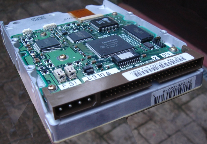 A SCSI hard drive showing it's 50 pin connector. The drive is used internally with early Macintosh computers, and in servers such a Dell, Compaq, Sagitta, and many others. Its has quite a low data rate, and looks like a 3.5inch ide/pata drive. We can transfer the data from this to USB pen drives and CD/DVD or download.