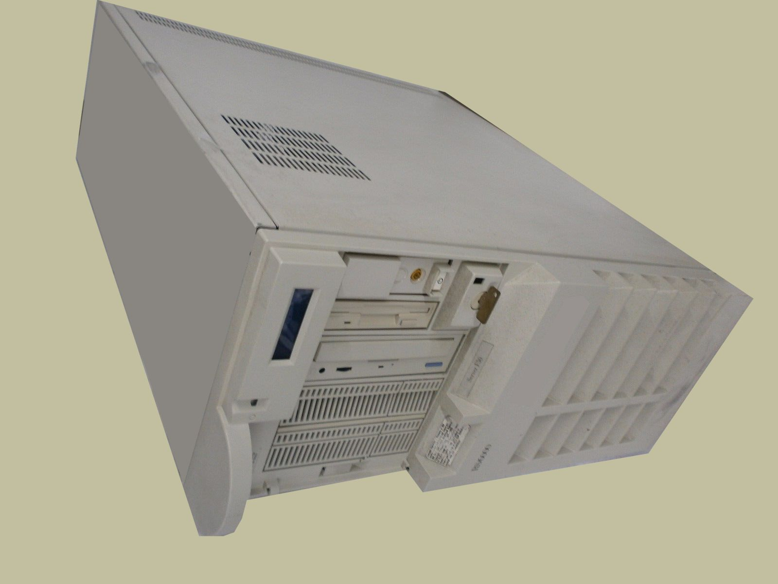 IBM RS6000 server used by FileNet to control the HP Surestore Optical Disk Jukebox Library