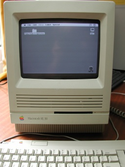 An old Macintosh computer which uses internal SCSI 3.5 inch hard disk with parallel Ribbon cable connection