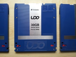 UDO disk (by Verbatim) ready to have it's files extracted